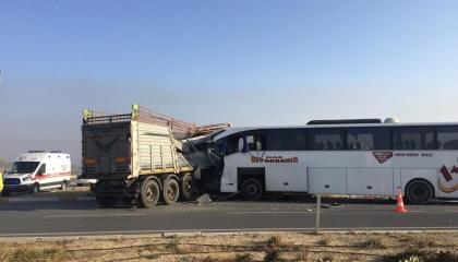 حوادث تركيا.. مصرع 2 وإصابة 21 آخرين بحادث مروري على طريق سريع