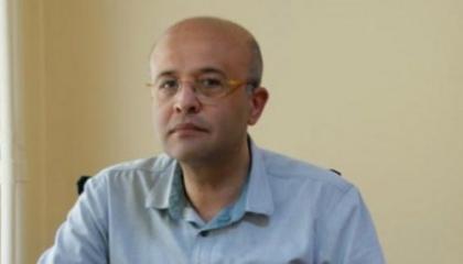 صحفي تركي يتعرض لاعتداء بالضرب أمام منزله