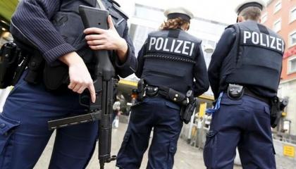 ألمانيا وهولندا يشنان عملية للقبض على عصابات تهريب الأموال لتركيا