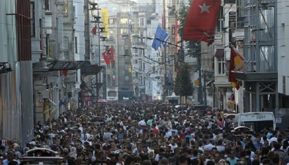 تقرير بريطاني: أثرياء إيران يفرون إلى تركيا من أجل الكحول والمتعة والترف