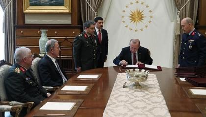 وثيقة سرية: أردوغان يطيح بكبار ضباط الجيش التركي المعارضين