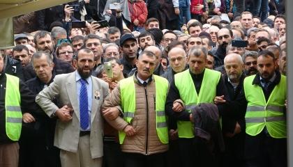 بالصور.. أتباع النبي المزيف.. 3 آلاف تركي يشيعون جنازة مدعي نبوة