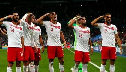 «يويفا» يتراجع عن فرض عقوبة على المنتخب التركي لكرة القدم