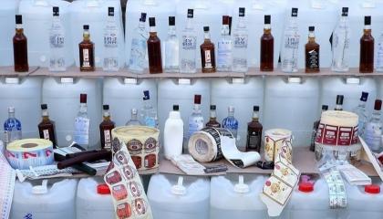 بإجمالي 33 ألف زجاجة و56 طنًا.. ضبط أكبر شبكة للخمور المغشوشة في تركيا