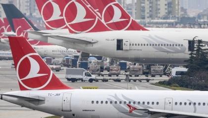 تركيا تعلق رحلاتها الجوية مع دول العالم بعد ضغط المعارضة