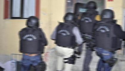 الشرطة التركية تداهم منازل أعضاء جمعية إنسانية وتتهمهم بالإرهاب