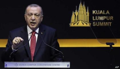 واشنطن تعاقب أنقرة.. وأردوغان يجعجع: سنفرض عقوبات على أمريكا