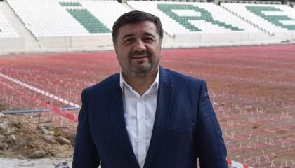 رئيس بلدية تابع لحزب أردوغان وعد بعدم طرد عمال ثم حطم رقمًا قياسيًّا