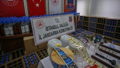قبل احتفالات رأس السنة.. الشرطة التركية تضبط 5 أطنان من الخمور المغشوشة