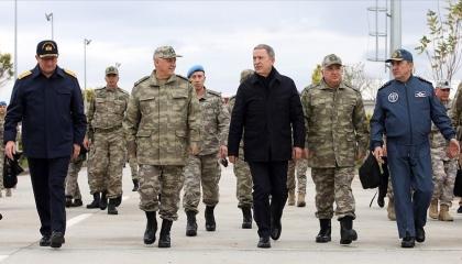 وزير الدفاع التركي يهدد: على الجميع أن يعرف أننا «ذاهبون لليبيا»