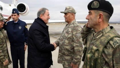 وزير الدفاع التركي لجنوده: سننفذ المهام المطلوبة في ليبيا إلى النهاية