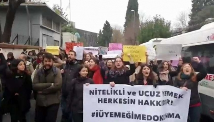 طلاب جامعة إسطنبول يهددون بالتصعيد ومقاطعة الدراسة بعد رفع سعر الوجبات