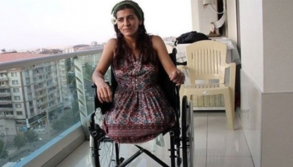 أوصياء أردوغان يفصلون موظفة فقدت ساقيها في هجوم لداعش: «غير ضرورية»