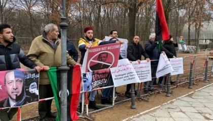 فيديوجراف: الليبيون يحاصرون سفارة تركيا ببرلين رفضًا لتدخلات أردوغان