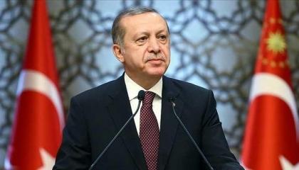 بعد فشله في احتلال ليبيا.. أردوغان يزعم أنه «حمامة السلام» بين حفتر والسراج