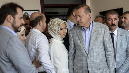 فيديوجراف: محكمة تركية تحجب فضائح عائلة أردوغان
