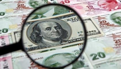 سقوط الليرة أمام الدولار «عرض مستمر».. العملة التركية تهوي إلى 7.17