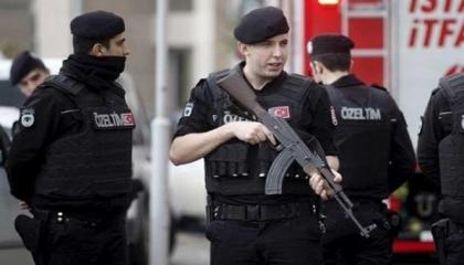 اعتقال 25 تركيًا من بينهم 11 ضابطًا في قضية رشوة السجل العقاري