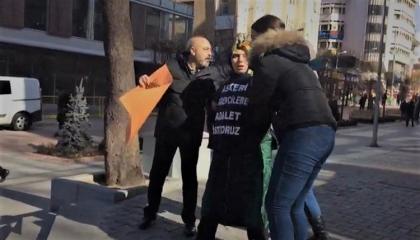 الشرطة التركية تعتدي على متظاهرين بأنقرة