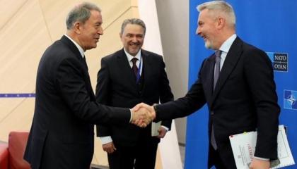 وزير الدفاع  التركي في مقر الناتو