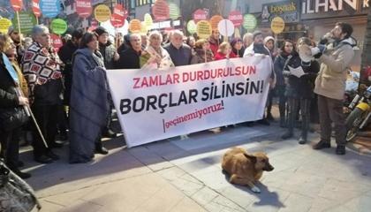 مظاهرة بـ«البطاطين» في تركيا احتجاجًا على ارتفاع أسعار الغاز الطبيعي