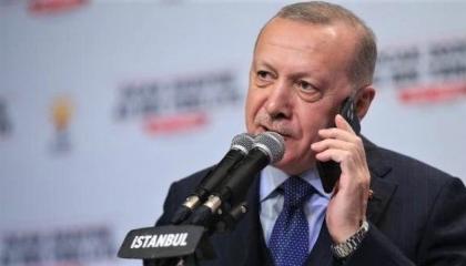 فيديو.. أردوغان يهاتف سيدة ويعرض عليها الانضمام لحزبه فتغلق الخط في وجهه