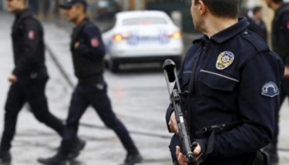 بالفيديو.. أسرة شاب معتقل تثور في وجه الشرطة التركية: «نريد العدالة»