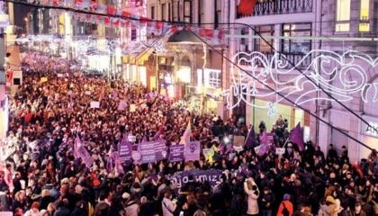 الحركات النسوية التركية تدعو لمسيرات ضخمة في يوم المرأة العالمي