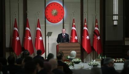أردوغان يهدر المليارات ويطالب شعبه بالتبرع لإنشاء مدارس للفقراء