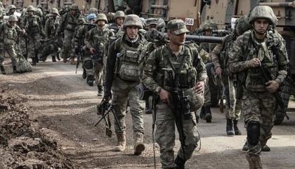تركيا تدفع بـ400 من قوات الكوماندوز على الحدود السورية «جويًا»
