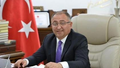 حكومة أردوغان تقيل رئيس بلدية تابع للشعب الجمهوري لكشفه عن ملفات فساد