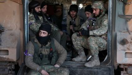 الأناضول تنشر صورًا لعناصر تحمل شعار داعش وتصفهم بـ«معارضة سورية معتدلة»