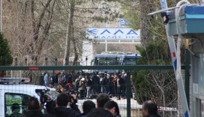 صور وفيديو.. اليونان تغلق أبوابها أمام اللاجئين بعد فتح تركيا حدودها أمامهم