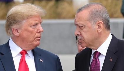 أردوغان يستنجد بالرئيس الأمريكي في مكالمة هاتفية