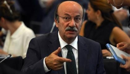 برلماني تركي يفضح متاجرة أردوغان بأزمة اللاجئين بعد هزيمة إدلب (فيديو)