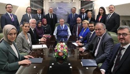 أردوغان يغازل روسيا: علاقتنا جيدة لولا القطط السوداء.. ويتودد لإسرائيل