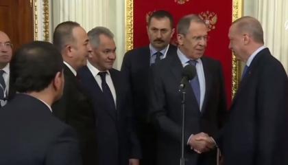 بالفيديو: وزير خارجية روسيا يغازل أردوغان أمام الكاميرا: I love you Tayyip