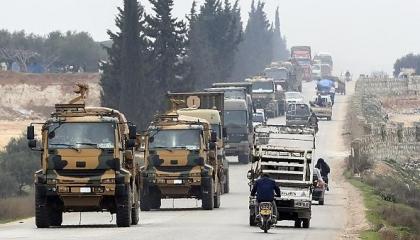 أردوغان يرفع من استعداداته العسكرية شمال إدلب السورية