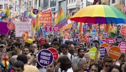 بالصور.. هاشتاج «زواج المثليين جنسيًا» يتصدر تويتر في تركيا