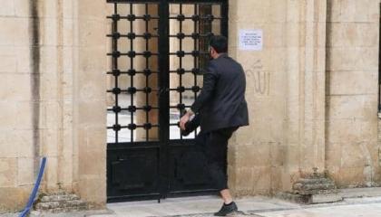 بالصور: الأتراك يكسرون أبواب الجوامع للصلاة رغم تحذير الحكومة من «كورونا»