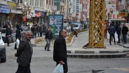 مواطنون في فان التركية يردون على دعوات البقاء في المنزل: سنموت جوعًا