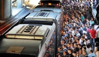 رغم تفشي «كورونا».. مليون تركي يستخدمون النقل العام في إسطنبول