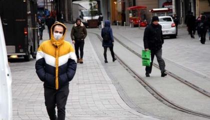 صحفي تركي: أنقرة متأخرة في إجراءات العزل والاختبارات