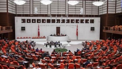 بالفيديو: المعارضة التركية تنتفض ضد «قانون الموت» في مسيرة بالبرلمان