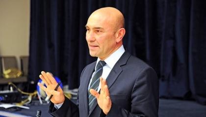 بالفيديو.. رئيس بلدية إزمير التركية: الحكومة يهمها المال وتهمنا الأرواح