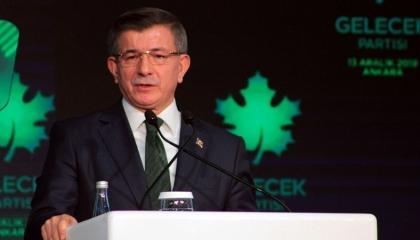 داود أوغلو يطالب أردوغان بإجراءات حقيقية والتخلي عن «الحماسة الفارغة»