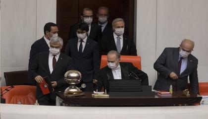 فوضى ومشادات بالبرلمان التركي خلال جلسة حول تفشي «كورونا» بالسجون