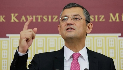 """نائب معارض ينتقد توزيع أردوغان للكولونيا باعتبارها """"هدية"""": عار على تركيا"""