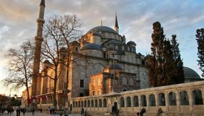 فيديوجراف: هل يتعمد هذا المواطن التركي نشر «كورونا» في المساجد؟