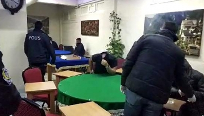 كانوا يلعبون الطاولة داخل مقهى مغلق.. تغريم 10 أتراك 3 آلاف ليرة للفرد